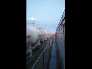 Очевидец в Забайкальском крае снял на видео как несколько длиннющих составов с газом ровны