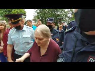 Полицейские из Санкт-Петербурга задержали бабушку на акции памяти NR