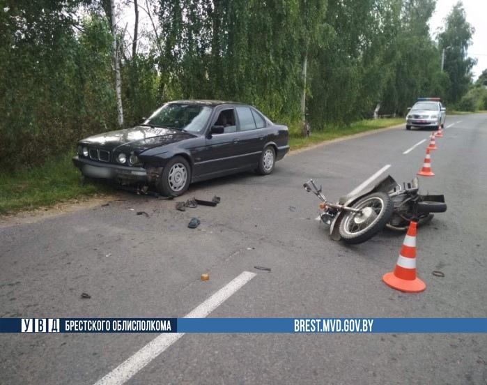 17-летний «бесправник» на мотоцикле столкнулся с 19-летним «бесправником» на БМВ