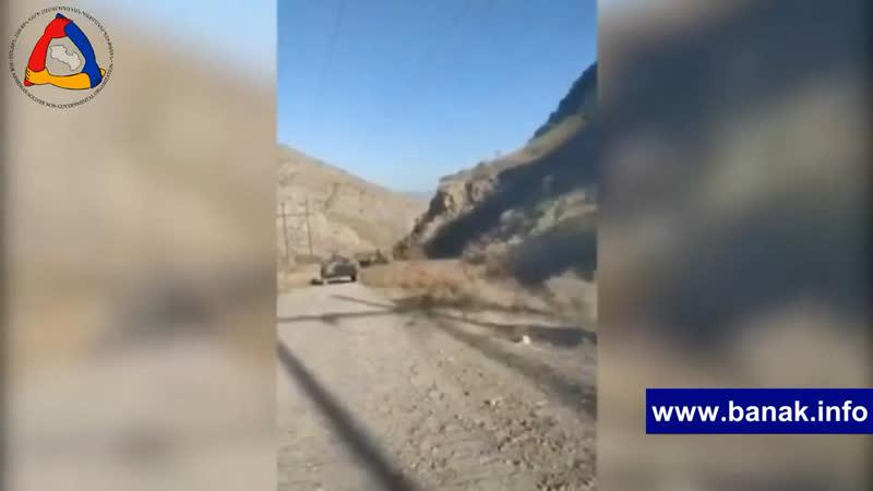 армяне осматривают брошенную азербайджанскую технику Карабаха Арцаха