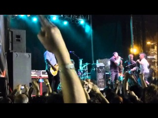 Fat Mike Joins Bad Religion on stage for 21st Century Digital Boy