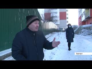 Барнаулец выкупил участок у многоэтажки и требует с жильцов плату за проход