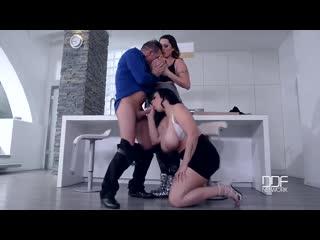 Групповуха с двумя сисястыми шкурами Anastasia Lux & Laura Orsolya | fat girl bit titis, milf, mature, amature, BBW