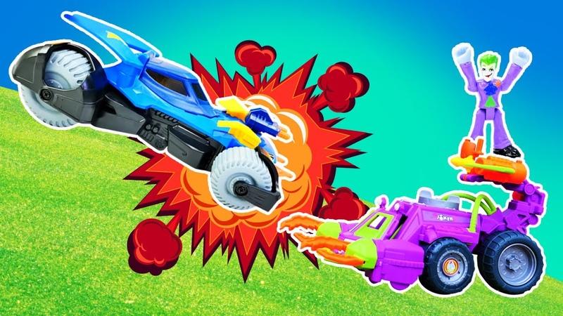 Joker Batmobile arabasını patlatıyor. Süper Kahramanlar oyunu