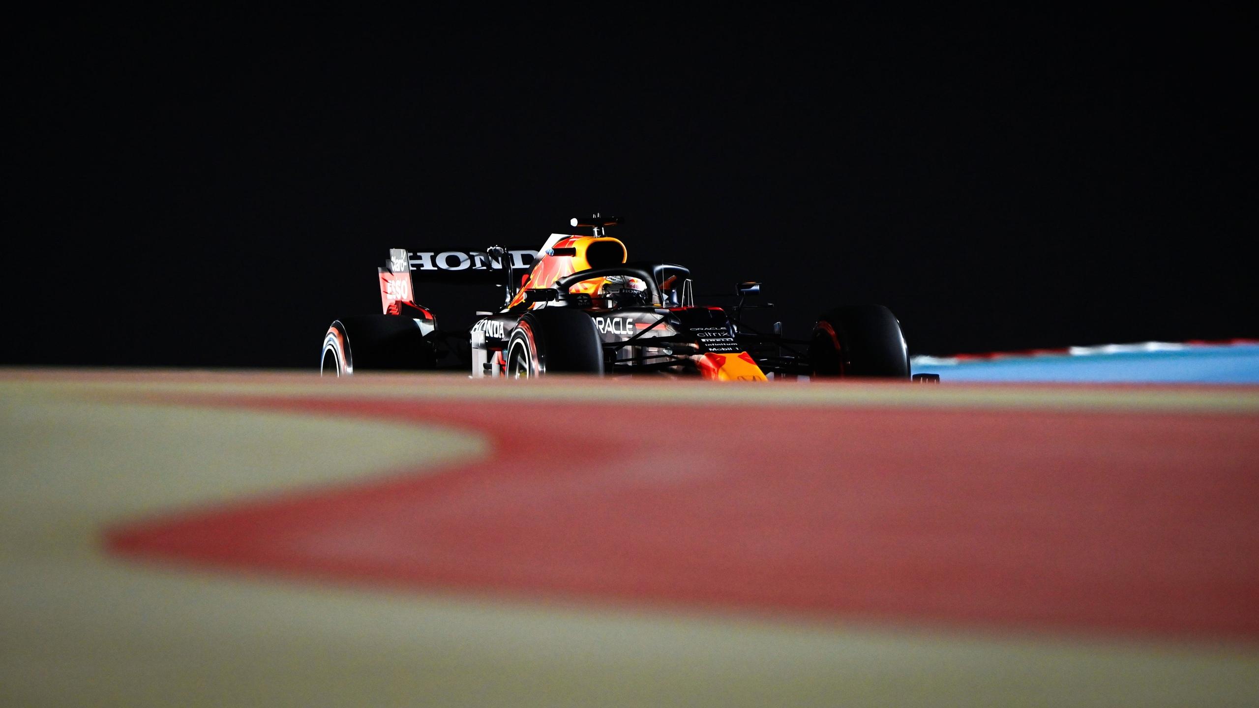 Макс Ферстаппен выигрывает квалификацию гран-при Бахрейна 2021 года