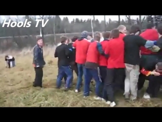 Забив цска(белые) vs спартак(красные) - russian hooligans fight cska(white) vs spartak(red).mp4