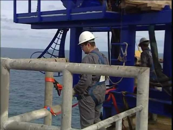 Coiled Tubing boat to platform spooling