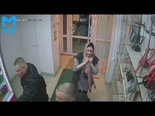 В Петербурге двое пытались ограбить табачный магазин – одного застрелил охранник