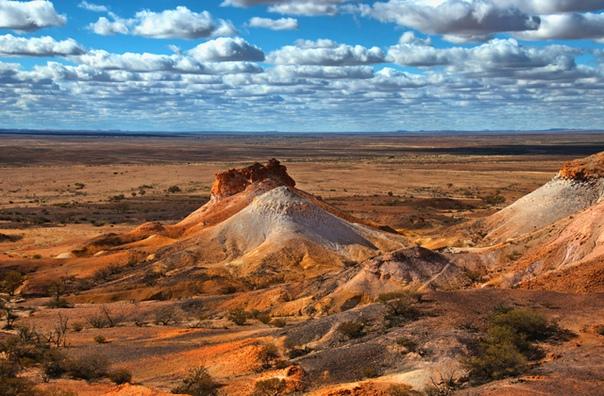 Нора белого человека: история подземного города в Австралии Трудно найти место, более неподходящее для жизни, чем район у восточной границы пустыни Виктория в Австралии. Летом дневная