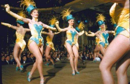 Ретро фотографии из раздевалки кабаре Мулен Руж «Мулен Руж» (фр. Moulin Rouge, буквально «Красная мельница») культовое кабаре в Париже, построенное в 1889 году. Предлагаем вашему вниманию