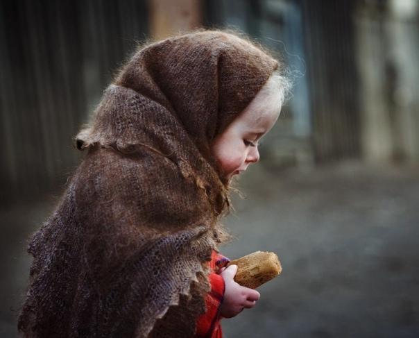 Корочка хлебца Эту историю я услышал в 1971 году от одной женщины, блокадницы из Ленинграда, когда был еще мальчишкой. Она рассказывала ее даже не мне, а своей случайной попутчице в электричке.