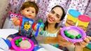 Видео про игры в готовку. Пупс Беби Бон ждет обед! Готовлю игрушкам с кинетическим песком и Плей До!