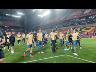 Зенит и болельщики празднуют победу в Суперкубке