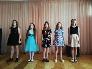 Песню «О той весне…» исполняют воспитанники отряда «Ровесники» оздоровительного лагеря «Лидер»