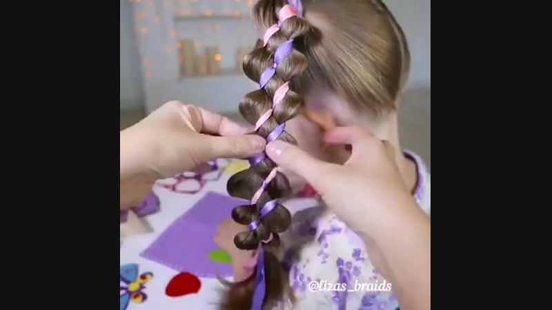Красивое вплетение лент в косы