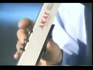 Presentation of Akais Electronic Wind Instrument EWV-1000, a saxophone inspired MIDI controller