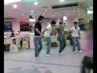 Кочари с брейком( армянский традиционный танец , и никакой лезгинки у нас нет !!!!))
