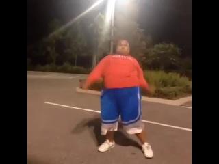 Даже толстый ниггер танцует лучше тебя
