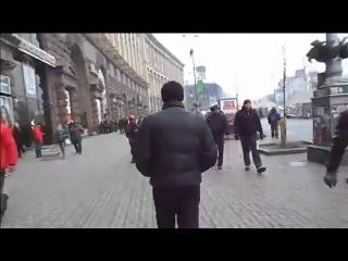 Киев. Майдан.   Пленный Беркут идет под конвоем по Киеву