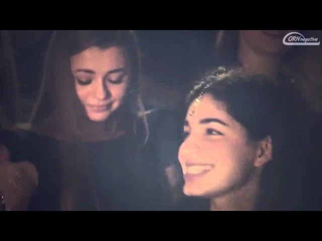 Azerbaycanli oglanlar ucun klip ceken rus qizlari