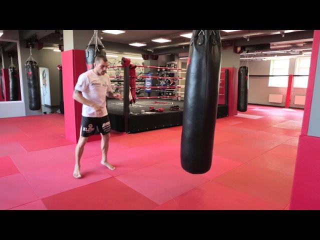 Отработка мидл кик на мешке в Тайском боксе Андрей Басынин