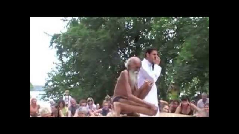 ПОТРЯСАЮЩЕ 100 ЛЕТНИЙ йог СЫРОЕД Swami Yogananda на Yoga Festival Берлин Отвечает на вопросы