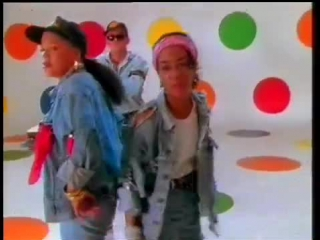 The wee papa girl rappers feat. 2 men & a drum machine - heat it up