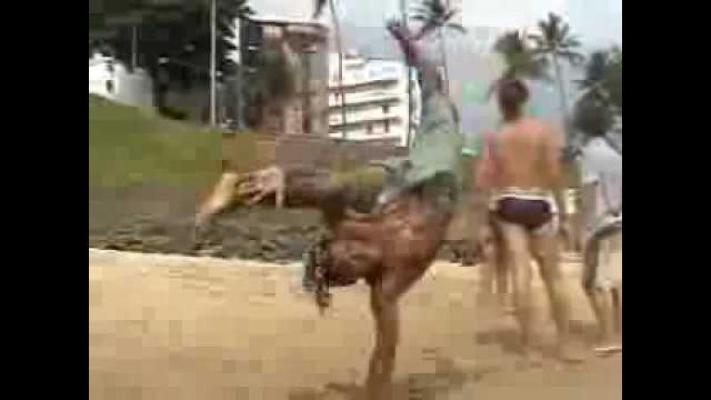 Queque kay kay capoeira acrobat supreme