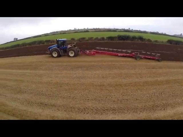 NH T9.560 KV 12 furrow plough