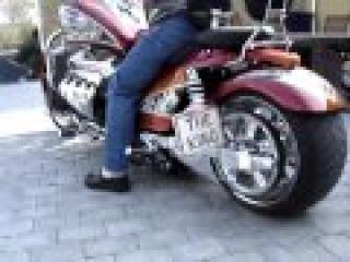 Мотоцикл Boss Hoss (V8 - 8600cc - 600Hp).flv