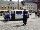 Swedish policeman dancing - polis dansar på stortorget i malmö