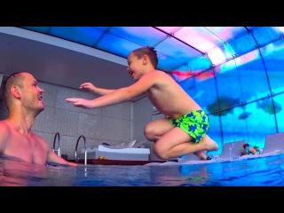 Макс в самом высоком бассейне игрушки в Мак Дональдс колесо обозрения Тайная жизнь домашних животных