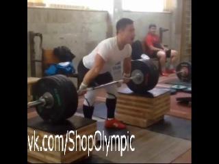 Олег Чен  рывок с плинтов 165 кг