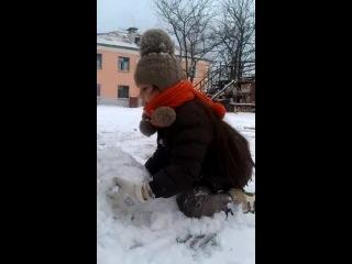 Выпал первый снег, но мы решили не снеговика лепить, а трахаться