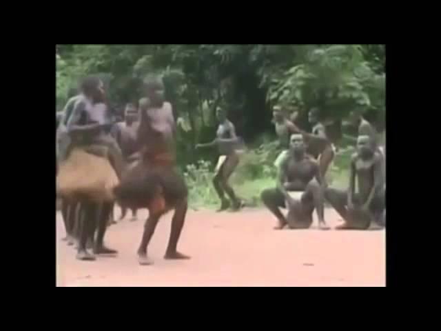 Аборигены танцуют под Молдавскую песню