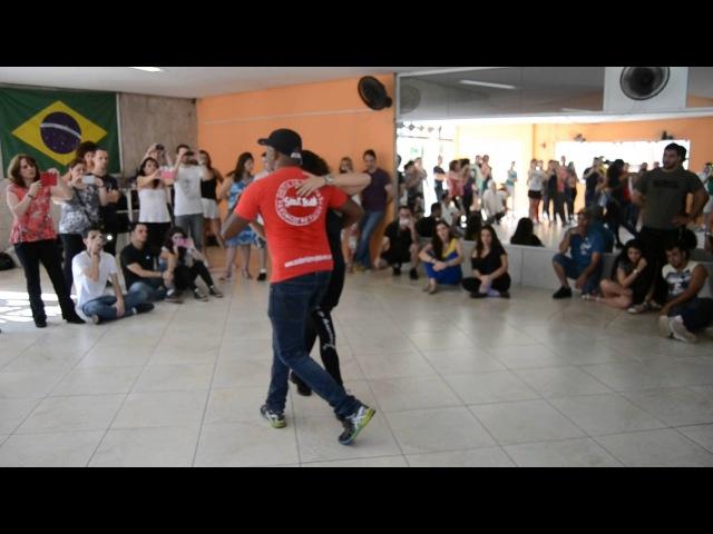 Базовые движения традиционной самбы и то же в стиле фанкеаду.