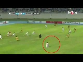 Индонезийский футболист продемонстрировал невероятную скорость бега