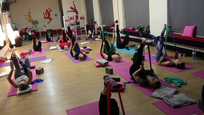 Stretching dla poczatkujących. Akademia Ruchu Pasja. Rozciągania nóg