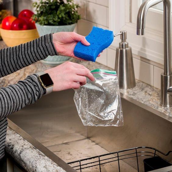9 лайфхаков с губкой для мытья посуды, изображение №5