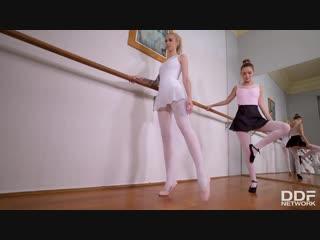 Arteya and mia ferrari - hоtlеgsandfeеt [lesbian, footfetish]