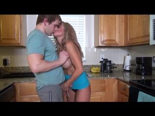 Красивая голодная мамка соблазнила сына на кухне и уговорила её трахнуть. Инцест милф секс зрелая тётя голая сиськи
