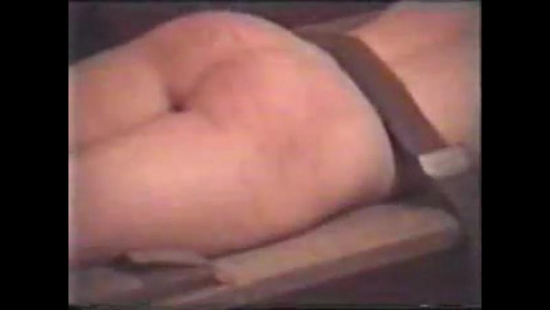 Порка розгой голой русской девушки привязанной к носилкам в подвале