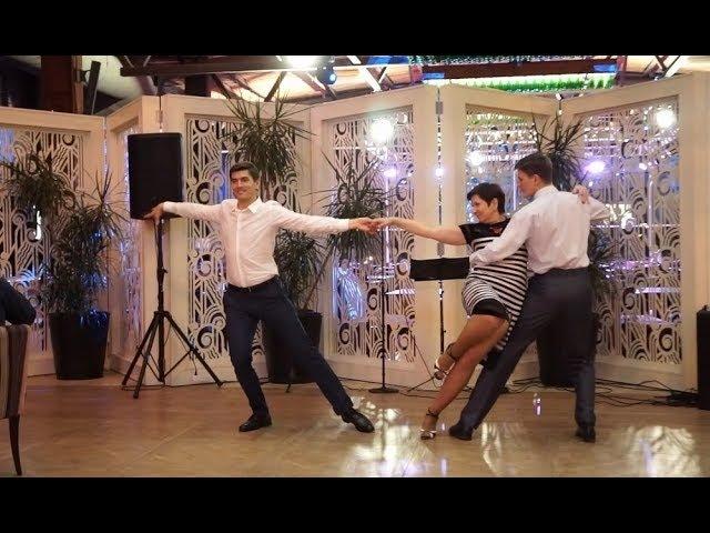Танец мамы с сыновьями лучший танец на юбилей