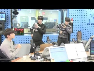 [INFINITE] 180109 Dongwoo & Sungjong Dancing to 'Tell Me' at Choi Hwa Jung's Power Time