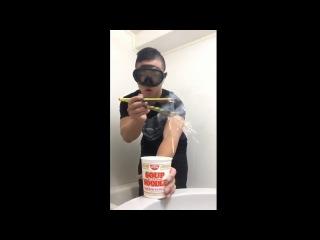Как правильно есть лапшу