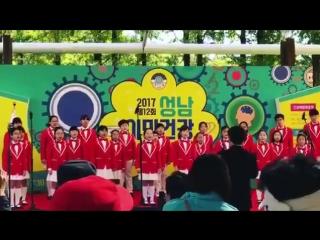 Korean children sing t-aras roly poly at their school