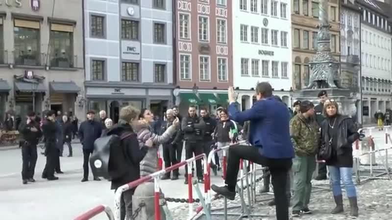 Moslemische Ärztin erregt vs Stürzenberger Islam bedeutet Frieden!.
