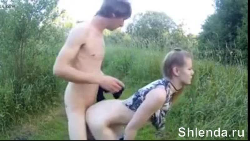 Снял и трахнул в анал в лесу молодую шлюшку Mature teen anal milf Lesbian