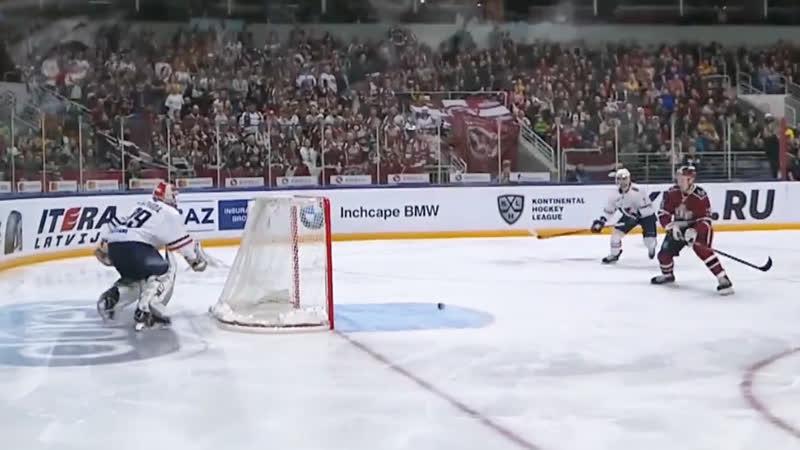 Джериньш забил после странного отскока от борта
