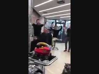 Что делать, если ребенок капризничает в кресле парикмахера